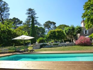 Domaine Monteils garden and pool, Languedoc France Holiday Home