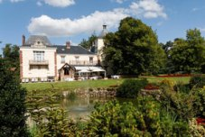 Can you picture yourself relaxing in the Chateau Des Bondons gardens