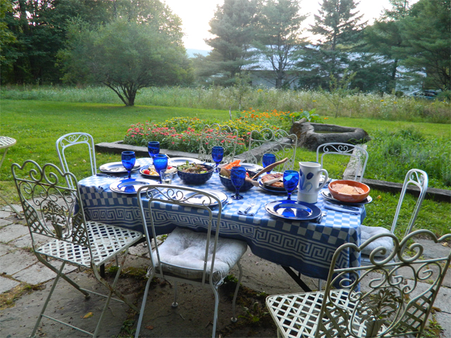 patio_table_setting