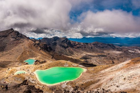1024px-Emerald_Lakes,_New_Zealand