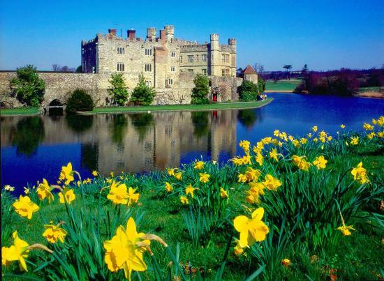 leeds-castle-in-spring