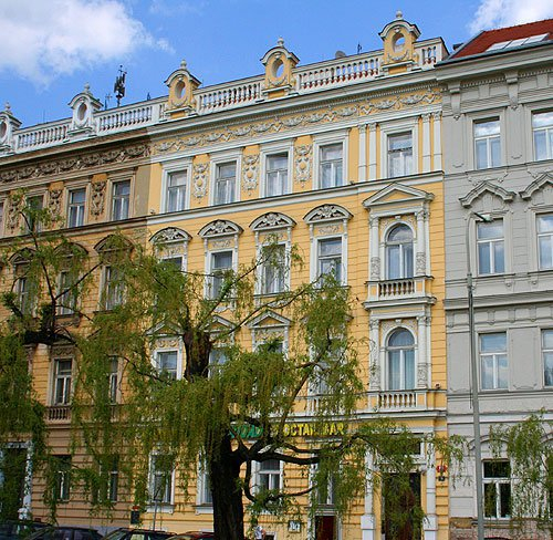 18 Bedroom Prague Hotel Sleeps 45 Rates: 160-90 EUR per night. Minimum Rental - 1 night.